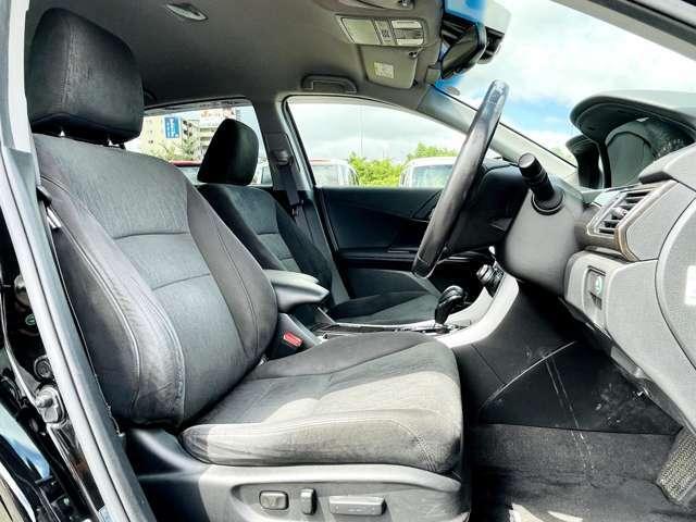 【 フロントシート 】広々使えるフロントシートで快適ドライブ♪