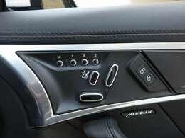 10Way電動調整式Sport ヒーター付きフロントシート(スエードクロス&トーラスレザー)を装備。快適なドライビングをご体感ください。