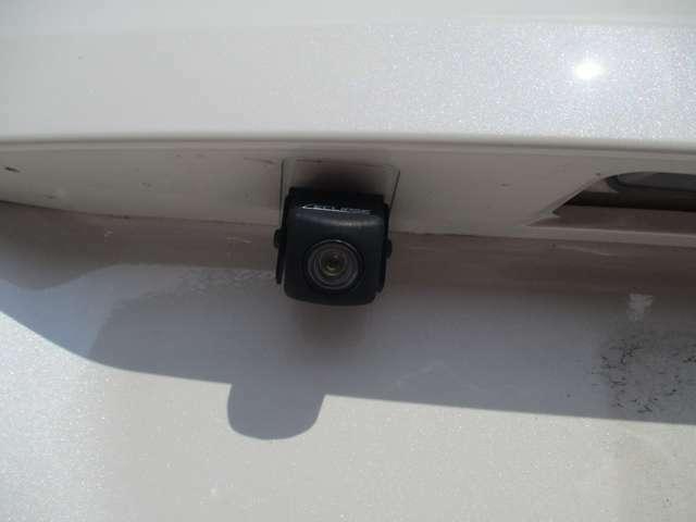 バックカメラもございますので後方確認も安心です。