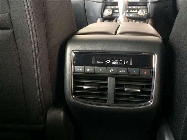 後部座席にもエアコンがついてるので、車内全体に空調が行き届き、快適にお過ごしいただけます!