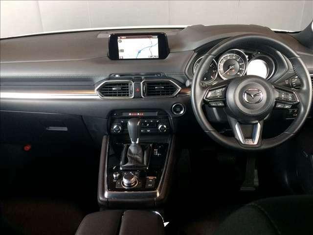 美しいインパネ回りです。運転席に座りハンドルを握れば、思わず走り出したくなる衝動に駆られます。