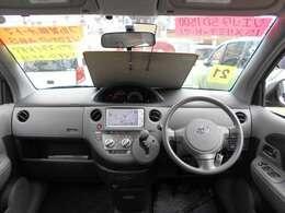CVTなので滑らかな走りで燃費良いです!また視認性高いセンターメーターで運転しやすいです!