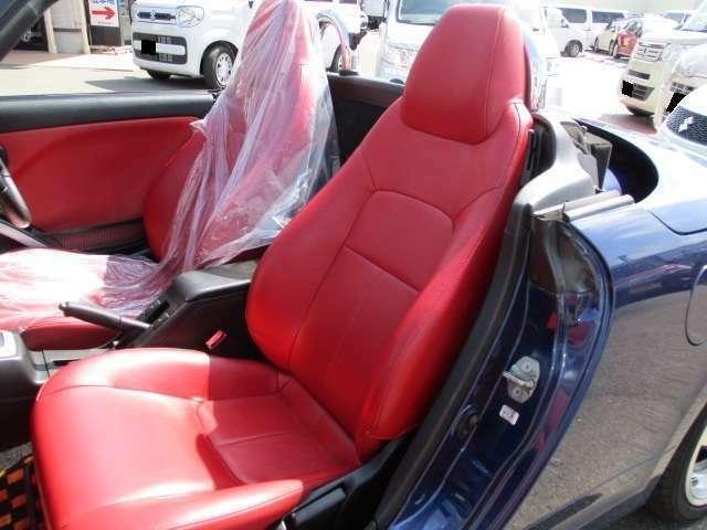 エアバッグ(両席)・シートヒーター(両席) 装備