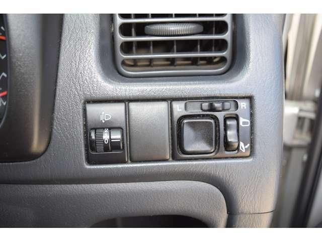 運転席・右側スイッチ部です。