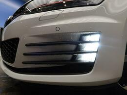 ●LEDフォグライト:ハロゲンの数倍の明るさを誇る高寿命LEDフォグライトで、安全運転を支える良好な視界を!