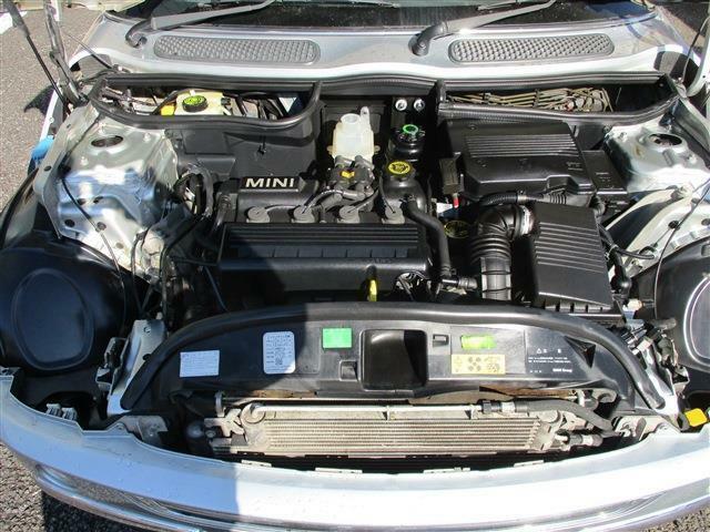 エンジンルーム綺麗です!1.6リッターで、キビキビ走ります!