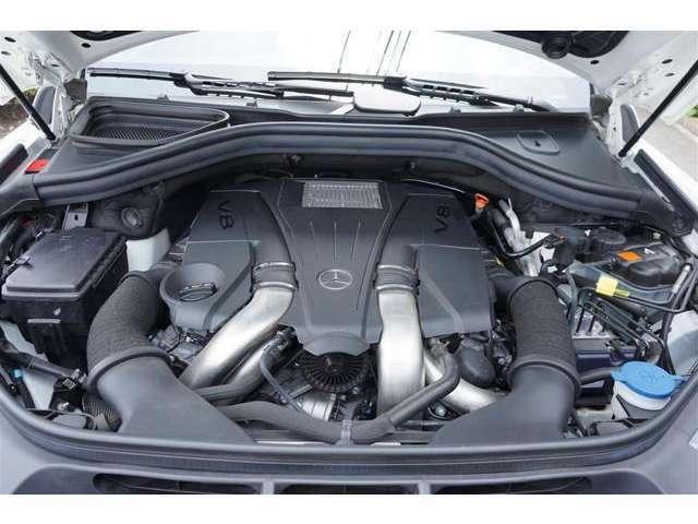 エンジンは新世代4.7L V型8気筒直噴ツインターボBlueDIRECT(ブルーダイレクト)エンジン、余裕のあるクルージングが可能。