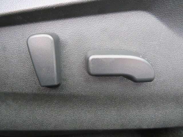 運転席・助手席共にパワーシートを採用しております!!
