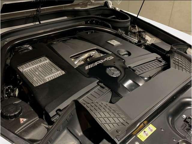 ★★V型8気筒DOHCツインターボエンジン
