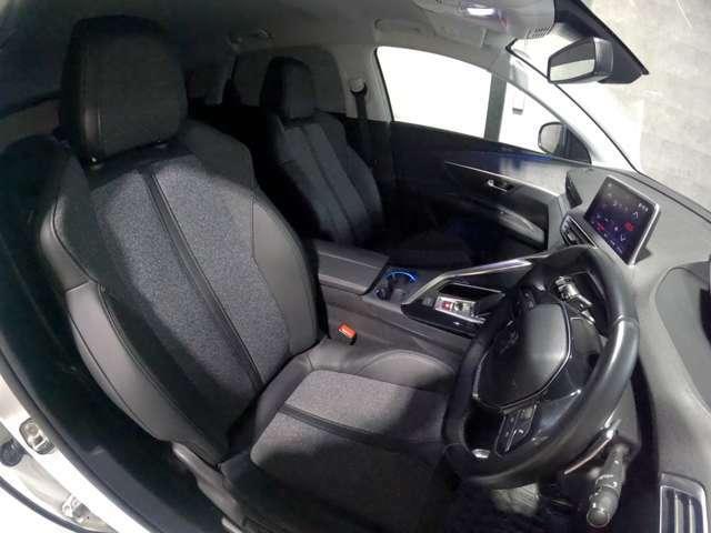 運転席シート回りの使用感も少なく、清潔感があります。