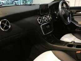 ブラック/ホワイトを基調とした車内にエディションスタイル専用マトリックスブラックインテリアトリムを組み合わせる事でスタイリッシュな印象を与えるインテリアデザインとなっております!