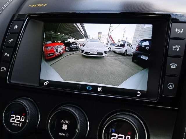 ガイドライン付きのカラーバックカメラを搭載。後退時の後方確認も楽で安心して駐車していただけます。フロント・バックソナーも内蔵されており障害物を検知し知らせます。