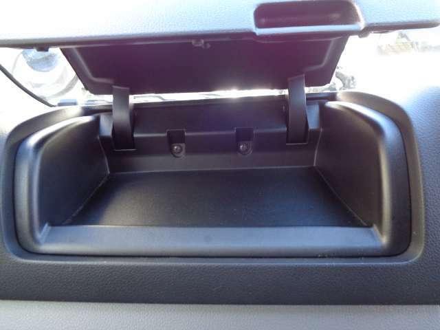 薄型ティッシュボックスも、リッド付でスマ-トに収納できるアシストトレイ。お問い合わせは03-5672-1023へ