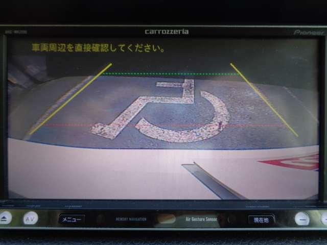 目安線表示機能付で車庫入れラクラク、バックビュ-モニタ-。お問い合わせは03-5672-1023へ