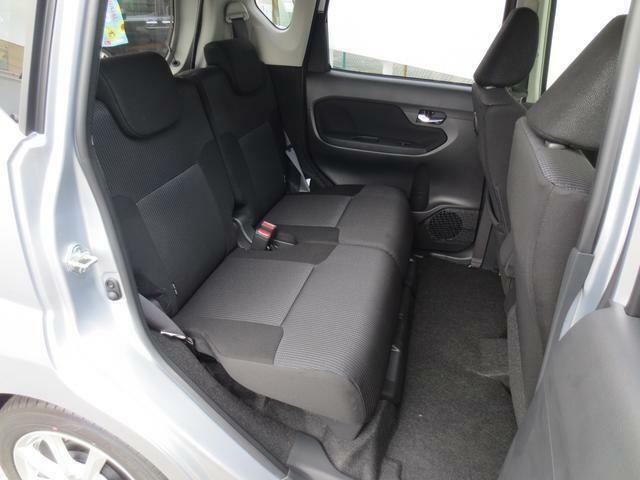 足もしっかり伸ばせてゆったりとお乗りいただける後席空間です☆長時間のドライブも快適です♪