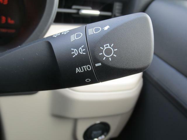 周囲の明るさに応じて、自動的にヘッドライトを点灯・消灯してくれるオートライト機能付きです☆夕暮れ時やトンネルなどで役立ちます♪