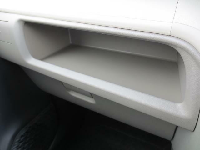ティッシュボックスがすっぽり収まる、助手席前インパネトレイです☆小物置きにも便利です♪