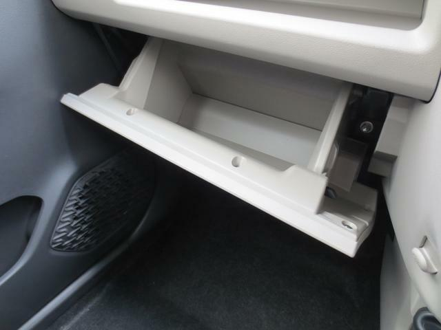インパネトレイ下には、たっぷり収納できるグローブボックスがあります☆車検証や書類等の収納場所にオススメです♪