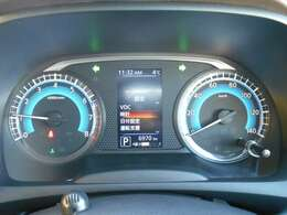 視認性に優れた見やすいメーターで、センターディスプレイには車両の情報や設定、機能がわかりやすく表示されます!