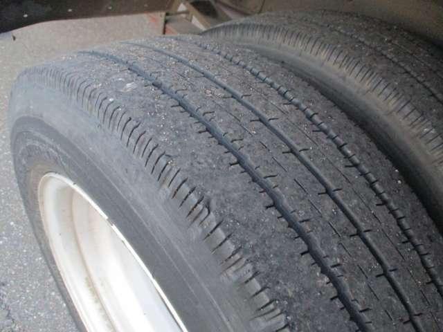 後輪ダブルタイヤの状態