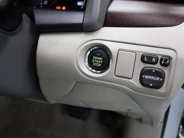 【プッシュスタートボタン】ブレーキを踏みながらスイッチを押すだけで、エンジンがかけられます!キーの差込は不要で、押すと橙色に点灯しますので、分かり易いですね♪