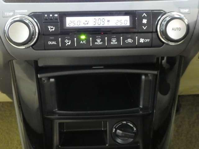 空調スイッチ関係の画像です。オートエアコン付で細かい調整が出来ます。