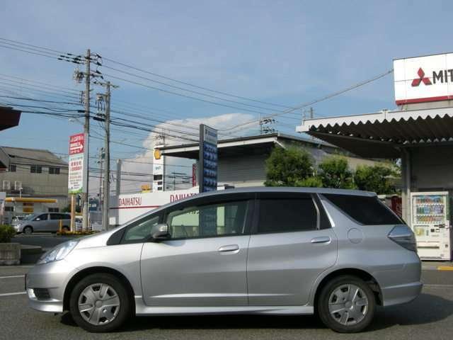 電車でお越しの方の最寄駅は神戸電鉄岡場駅です。駅から約15分です。事前にご連絡を頂ければ駅までご送迎いたしますのでお気軽にご来店くださいませ。お電話は無料の0066-9711-170660または078-982-6611へどうぞ。