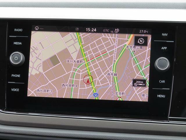 """Volkswagen純正インフォテイメントシステム""""Discover Pro"""":8インチのタッチスクリーン。従来のナビゲーションシステムの域を超える、車両を総合的に管理するインフォテイメントシステムです。"""