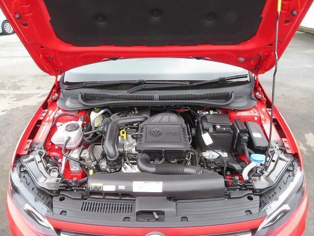 11.0LTSIエンジン:直噴技術とターボを組み合わせ、燃料を向上させながら力強いパフォーマンスを発揮するTSIエンジン。1.0Lの小排気量を感じさせません。