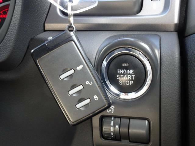 [キーレスアクセス&プッシュスタート]荷物を持っている際にも鍵をポケットやカバンに入れたまま、ドアノブにタッチするだけでドアの開閉ができます。