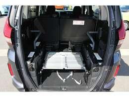 スロープ板は車内に収納することもできます。