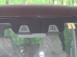 ●デュアルカメラブレーキサポート【衝突被害軽減システムに、2つのカメラを搭載したステレオカメラ方式を採用し、警報や衝突軽減ブレーキで衝突回避をサポートする、先進の安全技術です。】