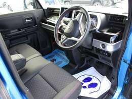 運転席のシートの高さの調整ができます。ポンプ式で力も要らないので楽に調整ができます。