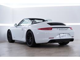 外装色は人気のホワイトです!こちらの車両はご試乗がお受けできかねますので予めご了承下さいませ。