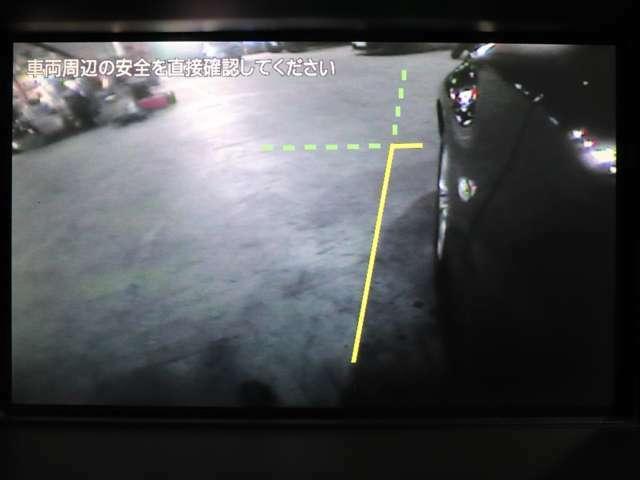 【 サイドカメラ装備 】左サイドの資格をモニターに映して安全運転をサポートする便利なカメラです。