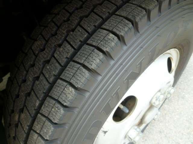 クレーン付きトラック/ユニック車 4ダン ラジコン フックイン キャブ標準ロング 荷台内寸L370cmxW178cmxH38cm 積載量 2.000kg