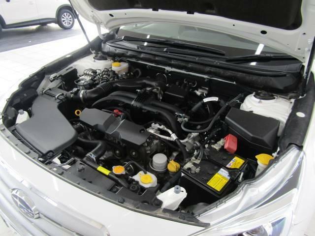 隅々まで清潔に保たれたエンジンルームは前オーナー様の手入れが行き届いております。