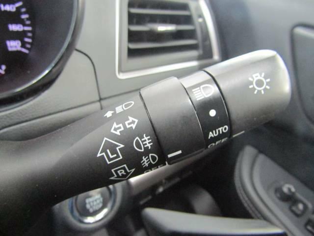 外の明るさによって自動でライトのオン/オフが可能な【オートライト】装備。