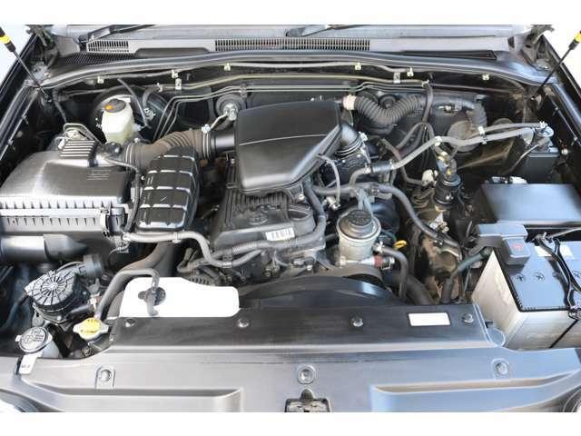 レスポンスの良い2TRエンジン!2700ccで、ランクル系に比べて経済性に優れますね!