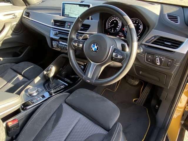 フロントシートにはオットマンやシートヒーターもついており、快適にドライブをお楽しみ頂けます。