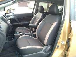 メダリスト専用のハーフレザーシートが車内を引き立ててくれます。肌触りの良い生地で作られてます。