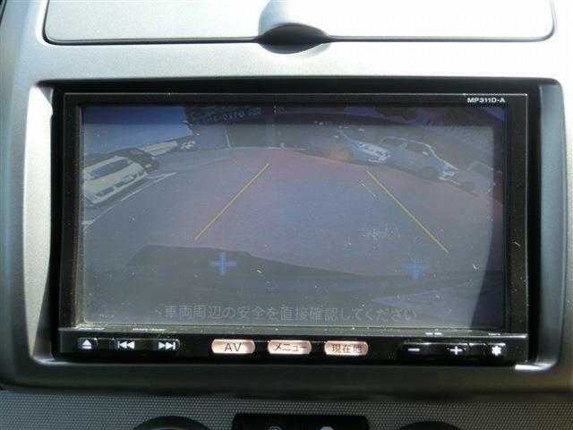 バックカメラ付きでバック駐車が苦手な方でも安心です♪