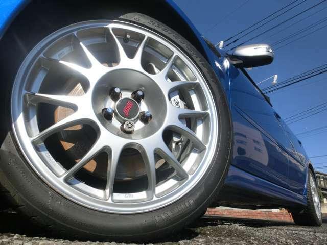 S402専用BBS18インチアルミ装着☆タイヤの残り溝も充分ございます!ご希望のアルミ・スタッドレスタイヤなどの同時購入もOK♪是非ご相談ください♪