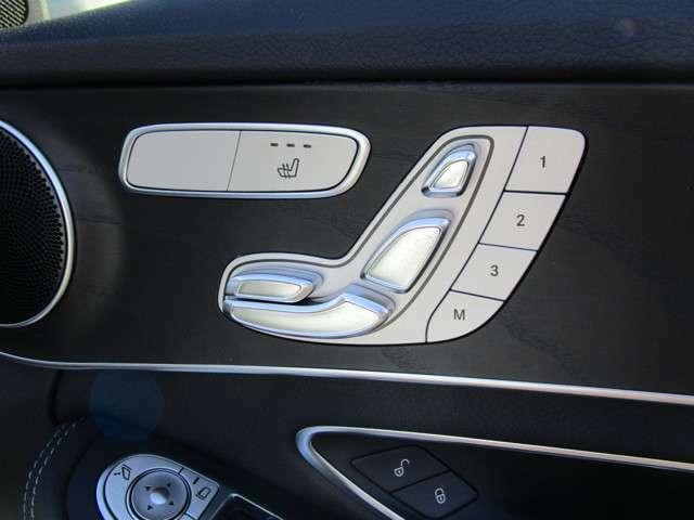 電動シートでドライビングポジションが決まる!