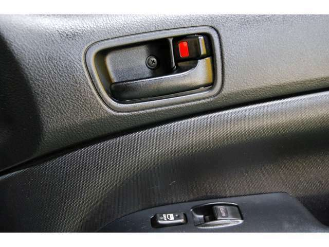内装のフルクリーニング後には、世界トップの高殺菌、消臭分解機能を持つ装置によって細菌やウィルスまでも殲滅し、本当の意味で車内をクリーンに致します☆