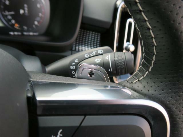 ◆Rデザイン専用ステアリングパドルシフト『ステアリング裏に備え付けられたパドルによりシフトチェンジを意のままに。スポーティな走りをお求めの方へ。』
