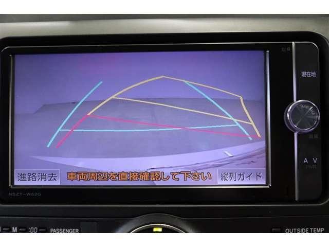 ハンドル操作に連動してガイドラインが変化するバックカメラ付です。車は構造上たくさんの死角がありますので、とても便利な機能ですね。あくまで補助の為の装備ですのでバックは目視での確認が大事ですよ!