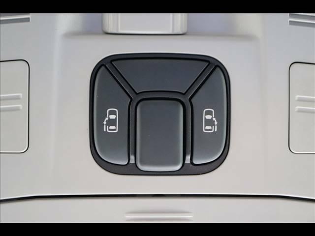 ミニバン必須装備「両側パワースライドドア」を装備しています。ドア開閉も楽々!