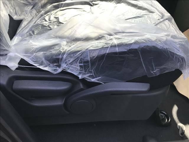 シートの座面高さを変えられるシートリフターついてます。軽自動車で付いている車は少ないのでオススメです。
