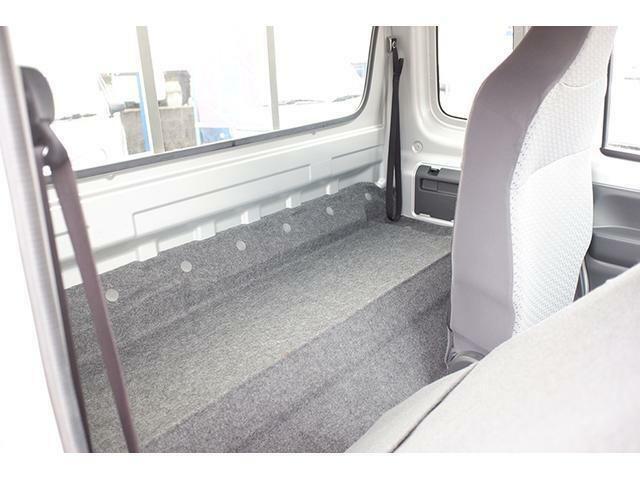 広いシートバックスペースに仕事の道具や荷物をしっかり積めます♪